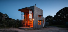 Beach House With Massive Windows Doesn't Like Being Tied Down