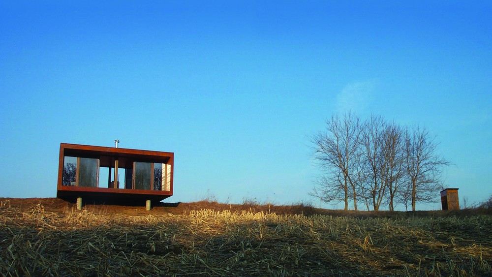 Arado weeHouse alone on the praire of Minnesota