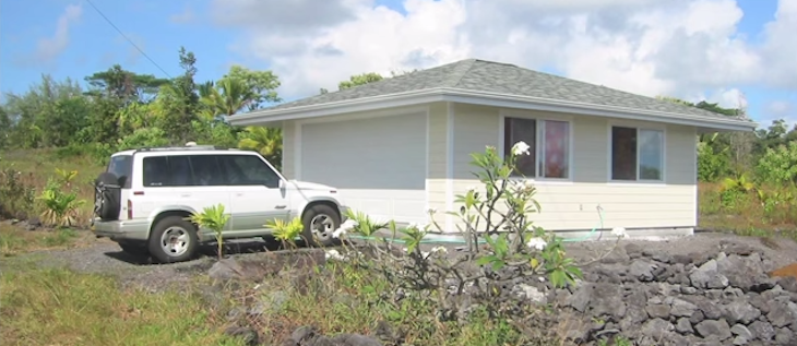 Housekeeper builds his own tiny home on the big island for Small house big garage