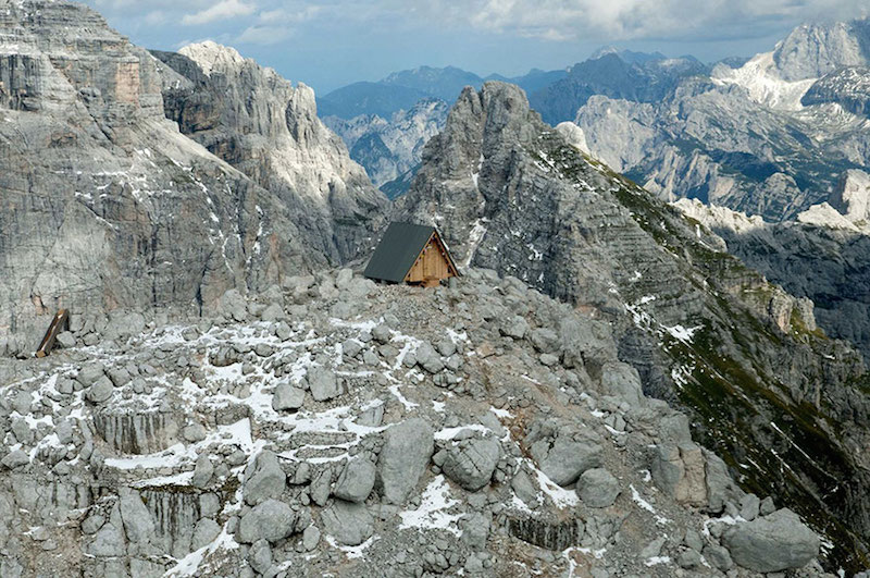 Tiny house in the Italian Alps