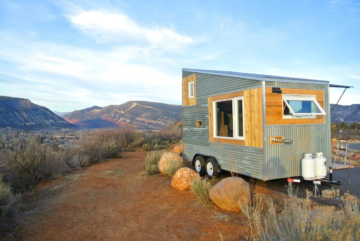 Tiny house overlooking moutains in Colorado