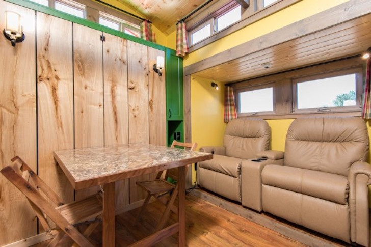 222 sq ft tiny house with expanding slide outs for Tiny house interieur