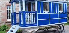 Charming Garden-Sized Shepherd's Hut With A Lovely Front Porch