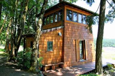 Tiny House Sits Right Next To A Working Vineyard
